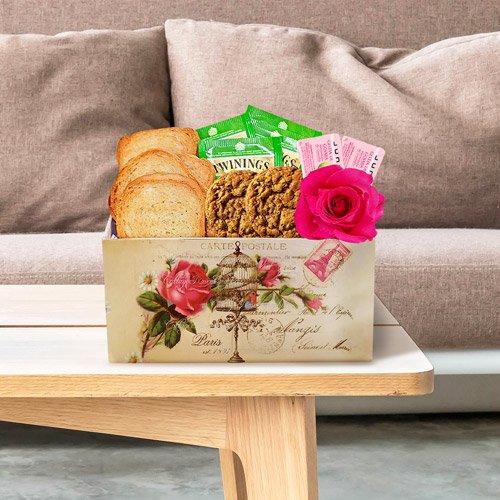 Linda cesta de café da manhã com rosa