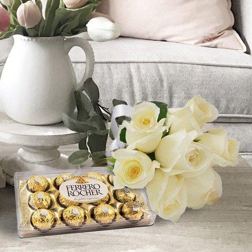 Kit com bombons Ferrero Rocher e rosas brancas