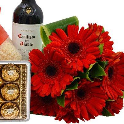 Buquê de 8 Gerberas Vermelhas, Chocolate, Pelúcia e Vinho