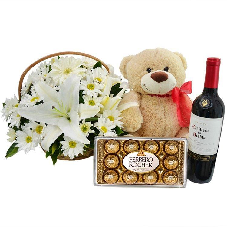 Kit Flores Brancas com Pelúcia, Chocolate e Vinho