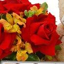 Arranjo Mix de Flores Nobres com Pelúcia e Chocolate