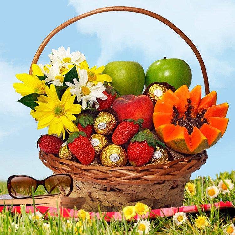 Cesta de Chocolates e Frutas Momento