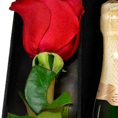 Kit de Chocolates Lindt e Rosa
