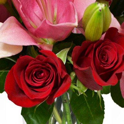 Luxuosas Rosas Vermelhas e Lírios