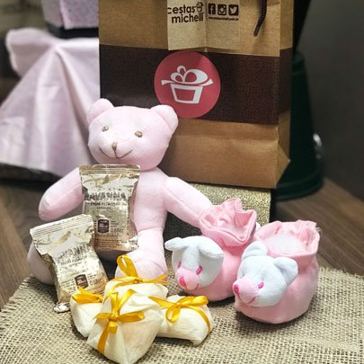 Presente Maternidade para Menina na Sacola Kraft