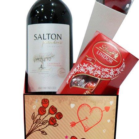 Cone de Rosa Encantada Vermelha com Vinho e Lindt