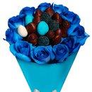 Buquê de Morangos e Rosas Azuis