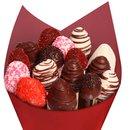 Buquê de Morango Coberto com Chocolate Rosa